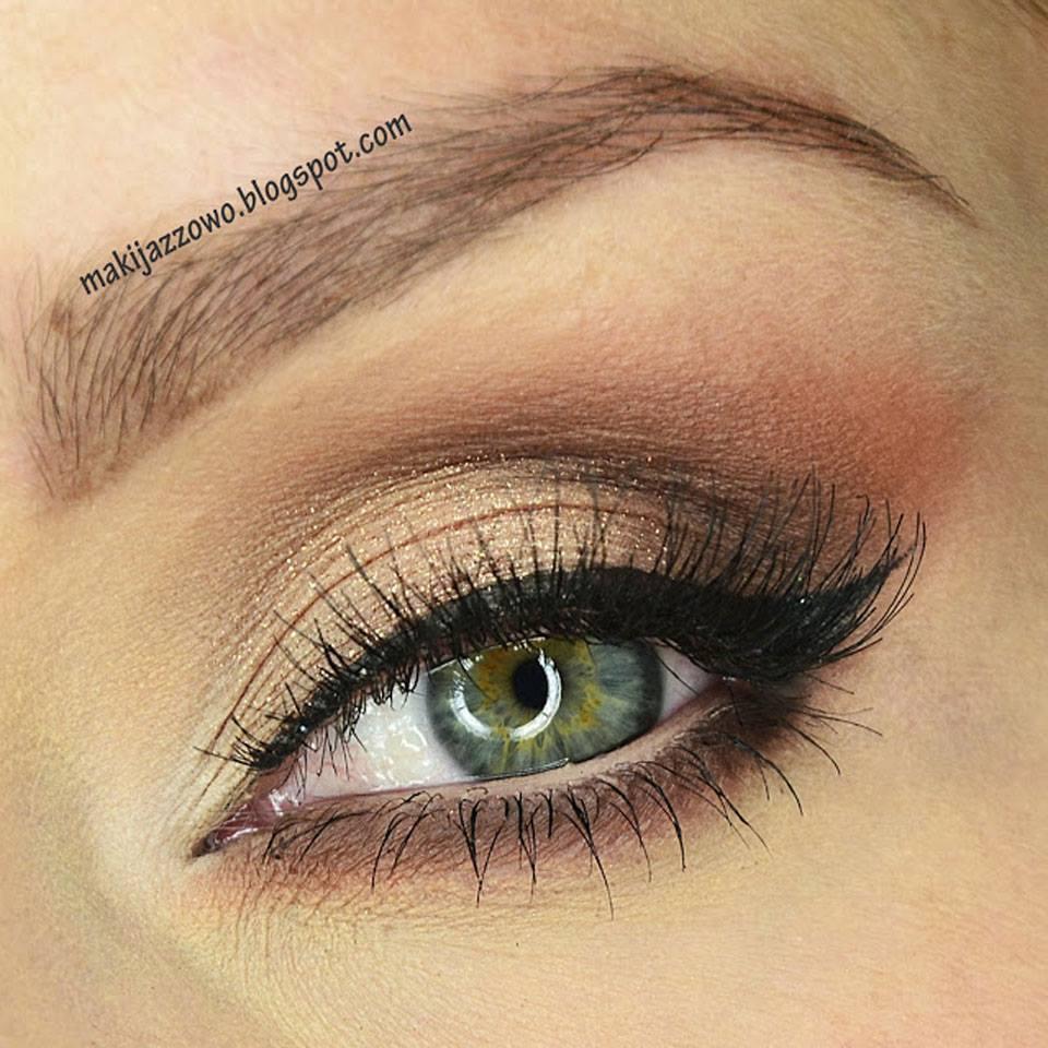 Un magnifique maquillage yeux avec les ombres paupi res min rales lily lolo par la - Yeux vert gris ...