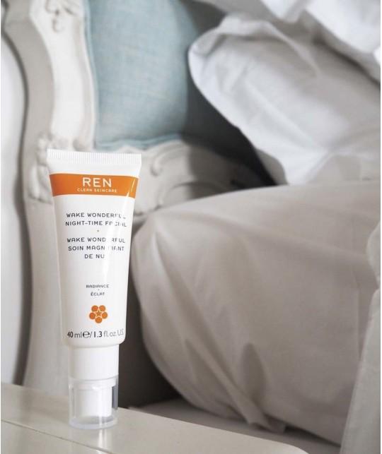 REN crème visage nuit Wake Wonderful booster éclat teint naturel bio fruits végétal