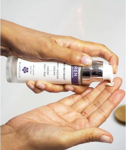 REN Bio Retinoïd Crème Anti -Âge flacon pompe collagène teint naturel bio actif antioxydant rides clean Skincare -  swatch