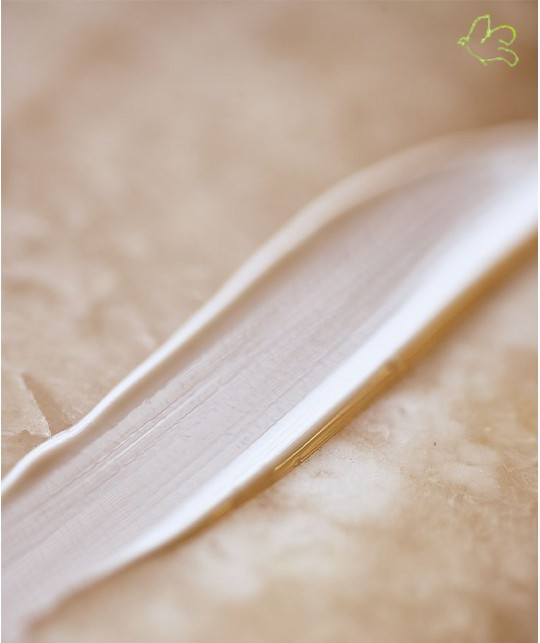 MADARA cosmetics Weightless Sonnenmilch SPF 20 Textur