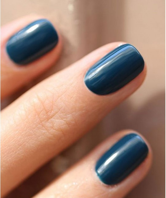 Vernis naturel GREEN Manucurist Paris - Dark Clover bleu swatch - non-toxique 9 free, vegan, made in France