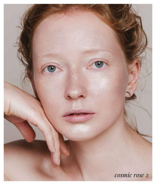 Buildable Highlighter Naturkosmetik MADARA organic makeup Cosmic Drops flüssig rose swatch