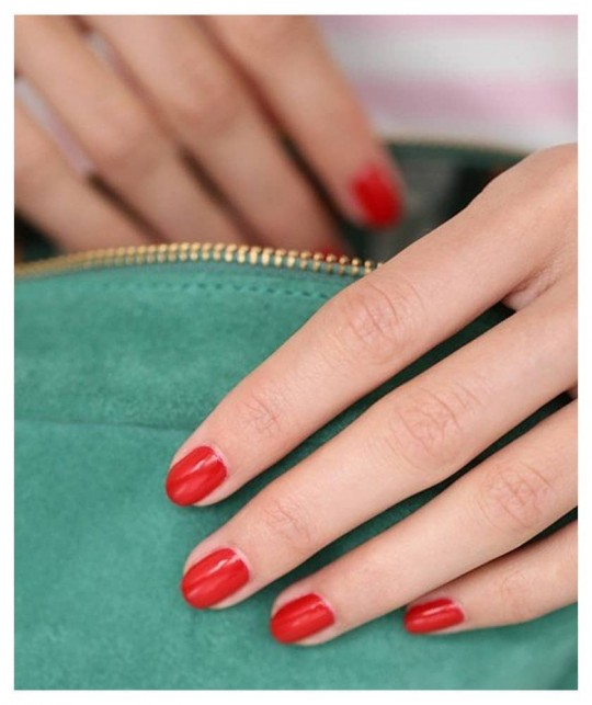 MANUCURIST Vernis GREEN Poppy Red - swatch rouge 9 free, vegan made in France