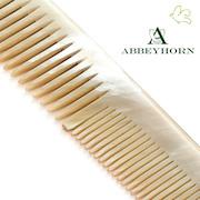 Nouveau à l'Officina: Les peignes en corne naturelle Abbeyhorn