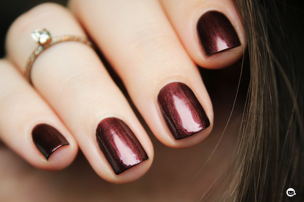 manucurist-vernis-ongles-blet-irise-marron-rouge