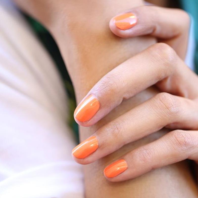 Manucurist vernis Green Cosmos orange