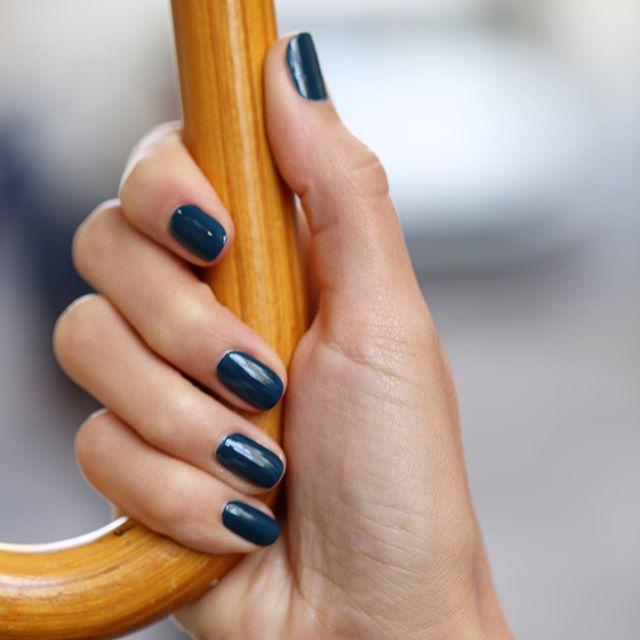 MANUCURIST PARIS Vernis GREEN Dark Clover bleu pétrole l'Officina