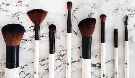 Kosmetik Pinsel Lily Lolo mineral cosmetics