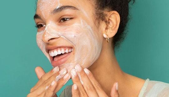 Gesichtsmasken & Peeling Mischhaut